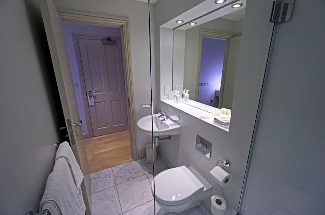 Room 3 En-suite Bathroom