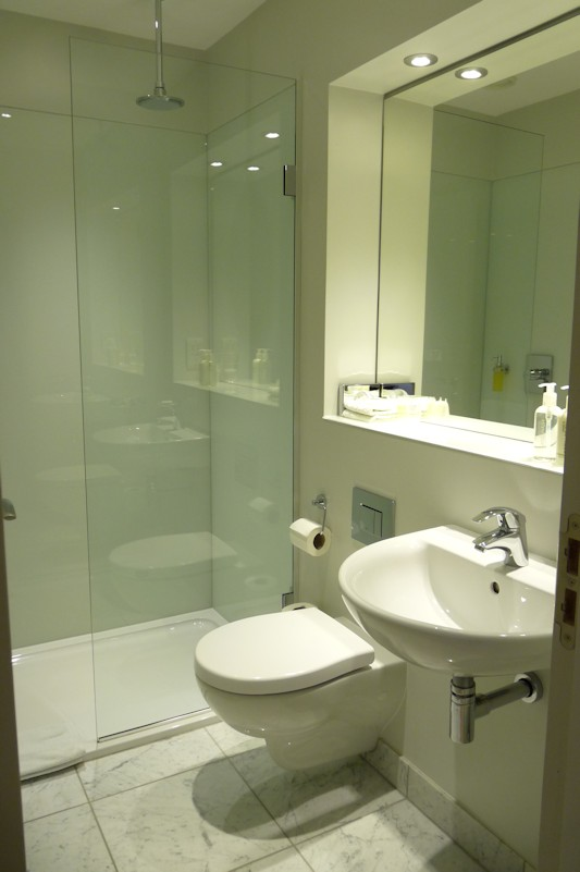 Room 6 En-suite Bathroom